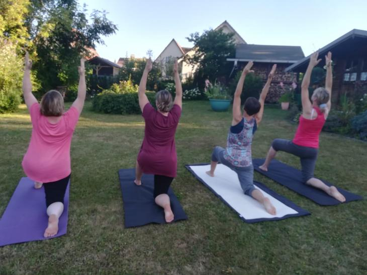 Yoga Sommerkurs outdoor mit Petra Teil1